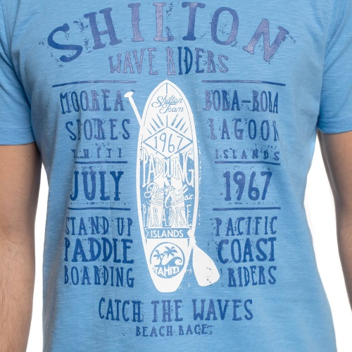 T-shirt paddle board